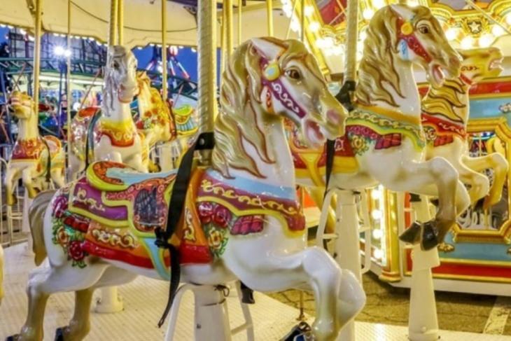 dreamland-carousel-1055x704